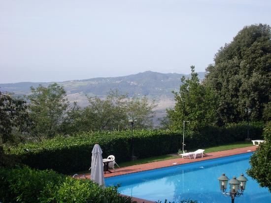Albergo Villa Nencini: Scenery & pool - from balcony of Room 31