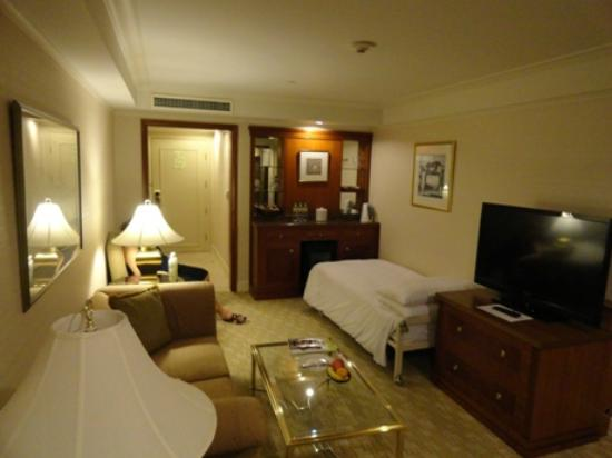 Imperial Hotel Taipei: roll away bed for third person