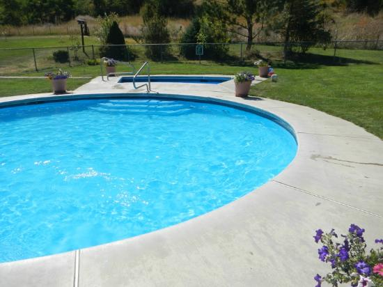 Eagles Hot Lake RV Park: Pool