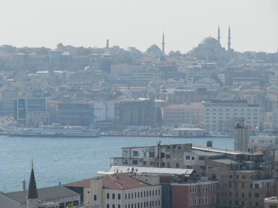 Witt Istanbul Suites: View in the day to Sultanahmet area - room on 5th floor