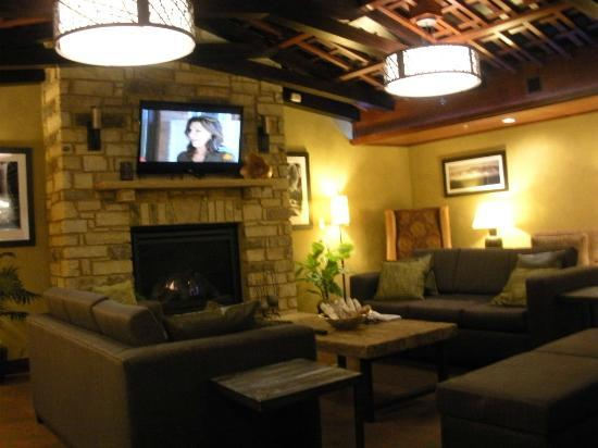 Hampton Inn Pigeon Forge: Lobby area, which adjoins the breakfast area