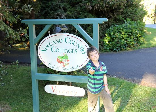 Volcano Country Cottages: Our son Charlie at the entrance