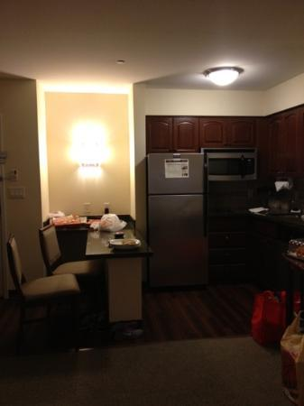 Staybridge Suites Seattle North-Everett: kitchen