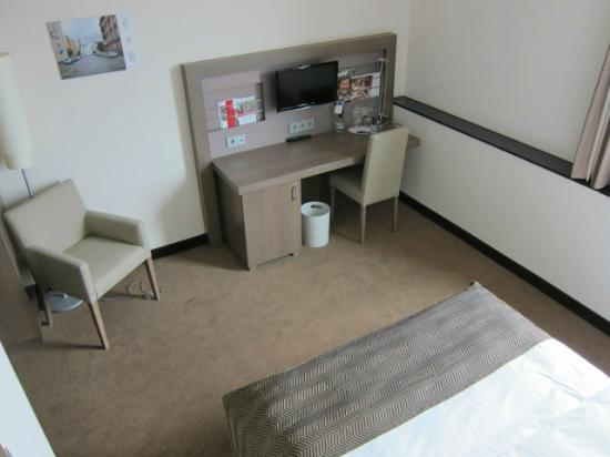 InterCityHotel Mannheim: Room