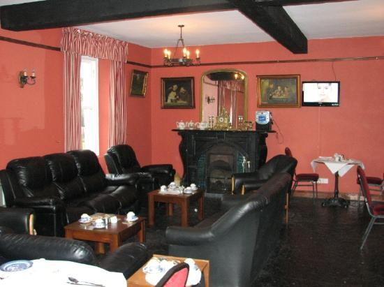 The Pilgrims Rest Hotel: Very relaxed atmosphere with the fire going