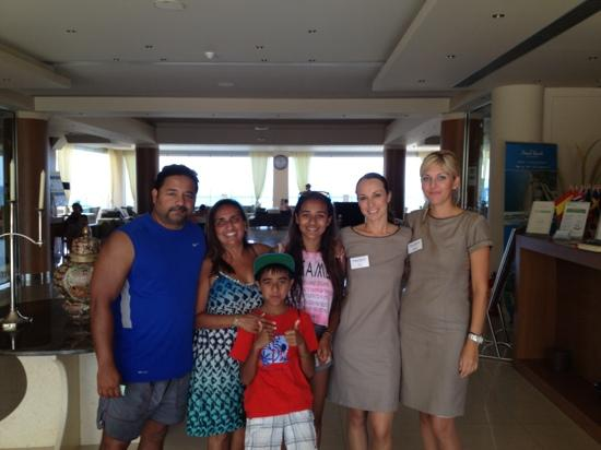 Kiani Beach Resort: The very cheerful and friendly reception team!!!