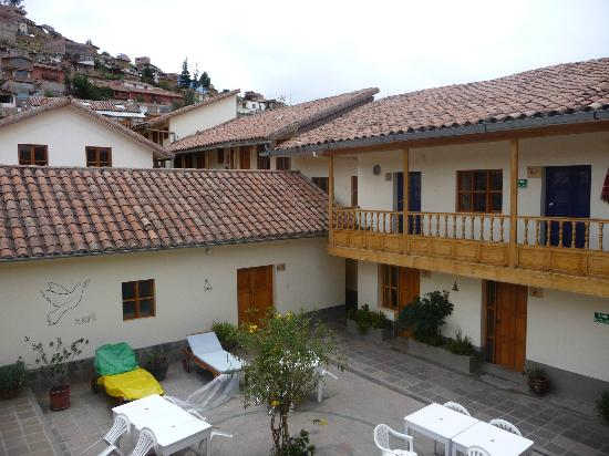 Hostal Marani: rooms located around the patio