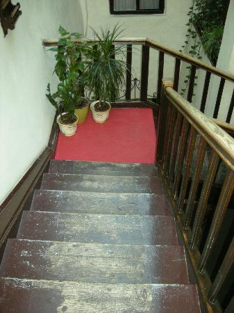 Hotel Weisses Kreuz: Hotel - The Stairs were cool, so old