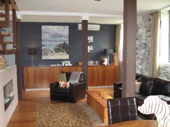@ VDL Stanley: guest foyer/lounge