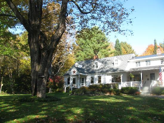 Buttonwood Inn on Mount Surprise: Front of the Inn