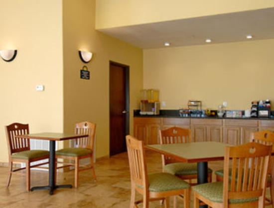Days Inn San Antonio at Palo Alto: Breakfast Area