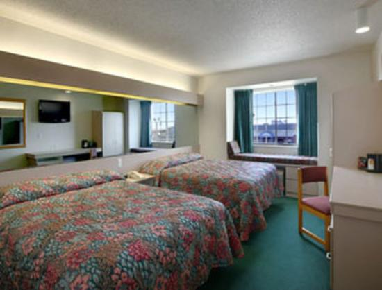 Super 8 Fargo: Standard Two Double Bed Room