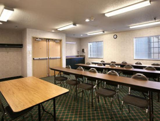 Super 8 Fargo: Meeting Room
