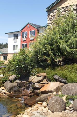 Ashley Inn and Suites: Water Feature