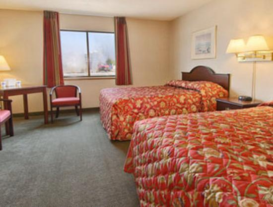 Howard Johnson Inn - Gresham: Standard Two Queen Bed Room
