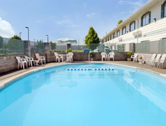 Howard Johnson Inn - Gresham: Pool