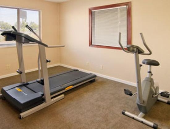 Howard Johnson Inn - Gresham: Fitness Center