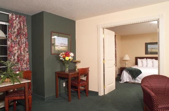 Ashley Inn and Suites : 2-Room Suite
