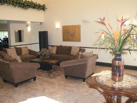La Quinta Inn & Suites Ft. Pierce: Main Lobby