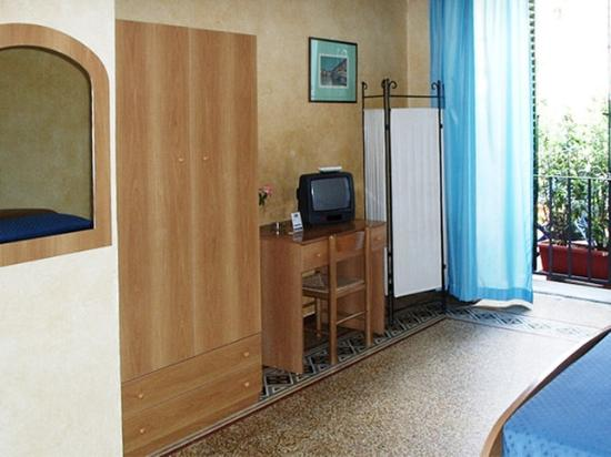Tourist House: Room