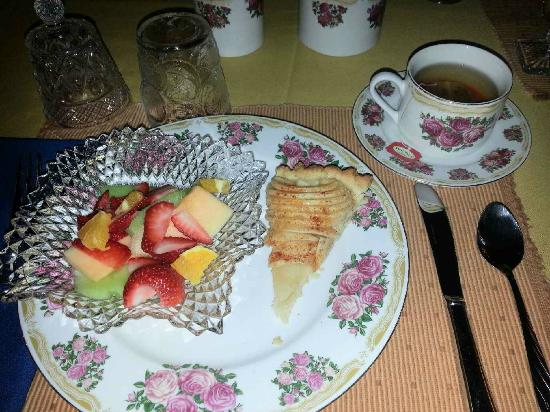 The Centennial House Bed and Breakfast: Breakfast