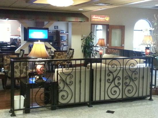 BEST WESTERN Plus Evergreen Inn & Suites: Common area
