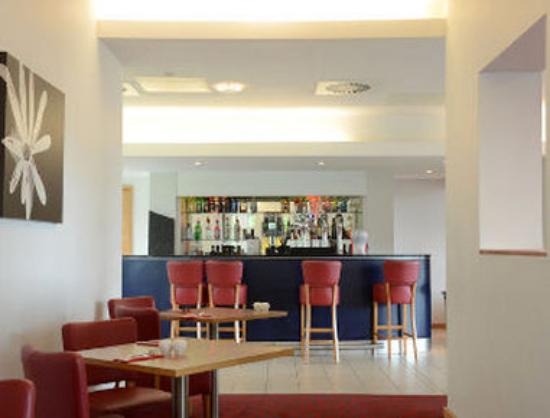 Ramada Encore Crewe: Bar