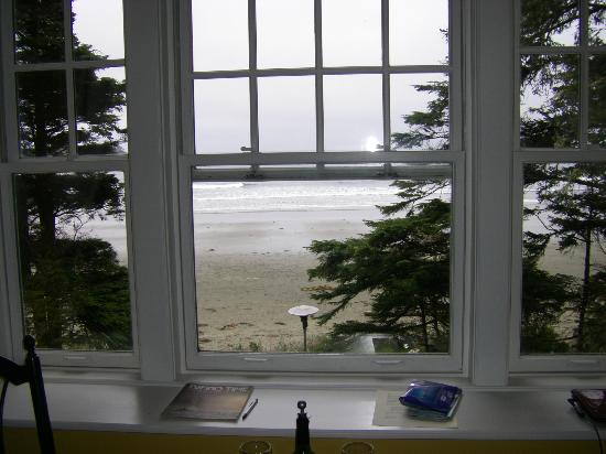 BriMar Bed and Breakfast: View of beach from room