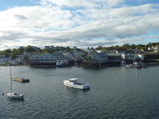 Rocktide Inn: View of Boothbay Harbor from my room