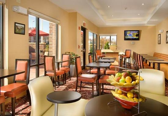 TownePlace Suites Lexington Park Patuxent Naval Station: Breakfast Dining Area