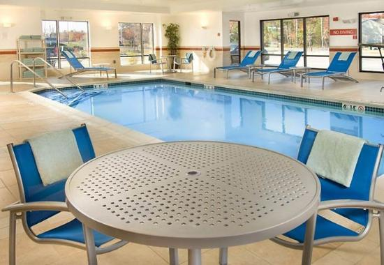 TownePlace Suites Lexington Park Patuxent Naval Station: Indoor Pool