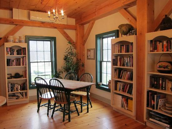 East Chatham, NY: Library at Inn at Silver Maple Farm
