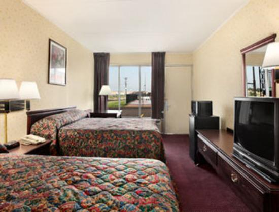 Travelodge Seymour: Standard Two Double Bedroom