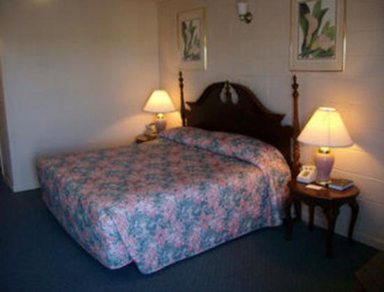 Knights Inn & Suites Canyon: Standard 1 Bed Guest Room