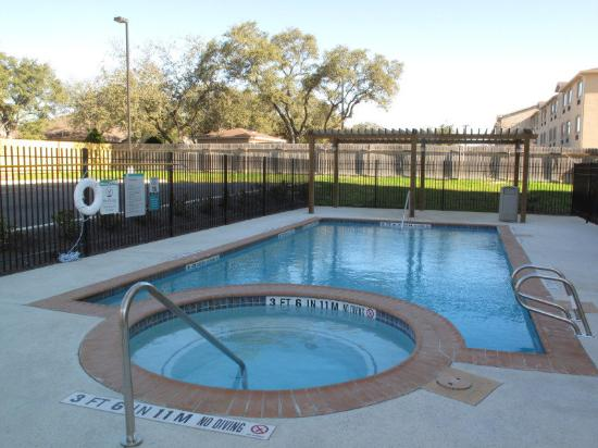 La Quinta Inn &amp; Suites San Antonio Northwest: Pool