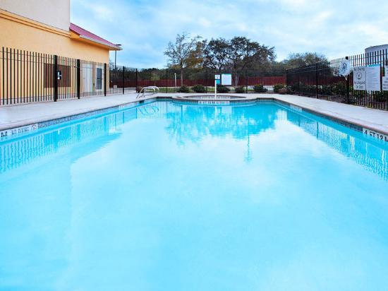 La Quinta Inn &amp; Suites San Antonio Northwest: Pool 2