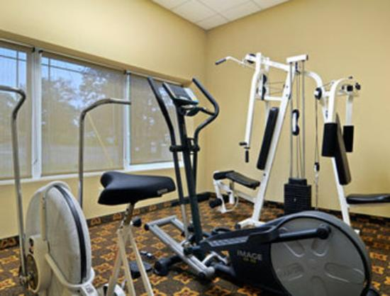 Super 8 Monterey: Fitness Center