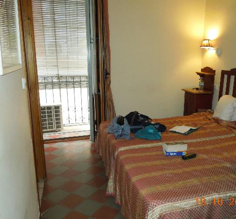 Hostal les Monges Palace: the room