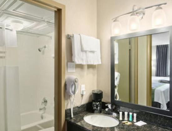 Super 8 Monteagle: Bathroom