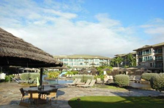 Waipouli Beach Resort: Hotel and pool area, from bar