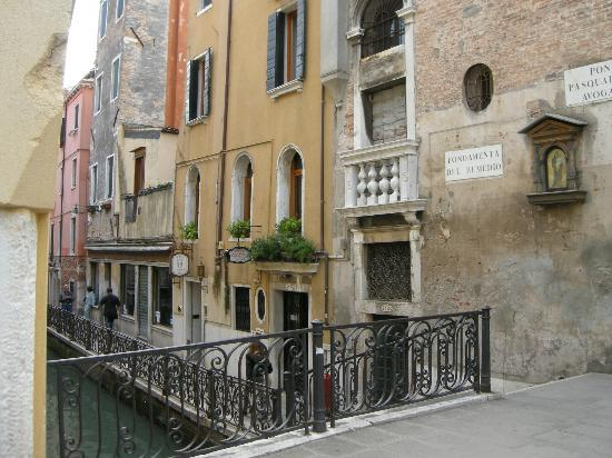 Locanda Canal: Room n. 108 is that one small house in the 1st floor