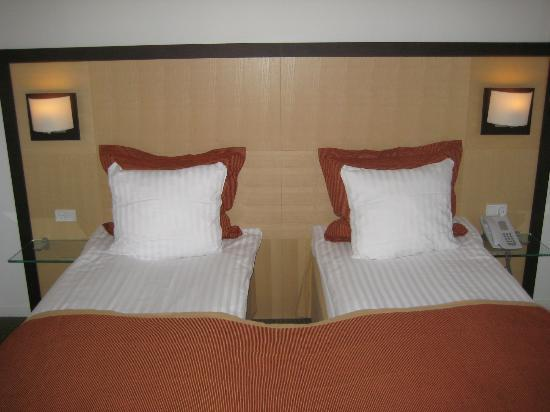 Ascot Hotel: Bed