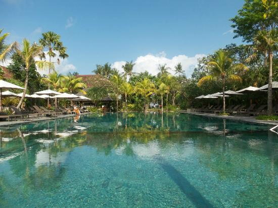 Hotel Santika Premiere Beach Resort Bali: The main pool