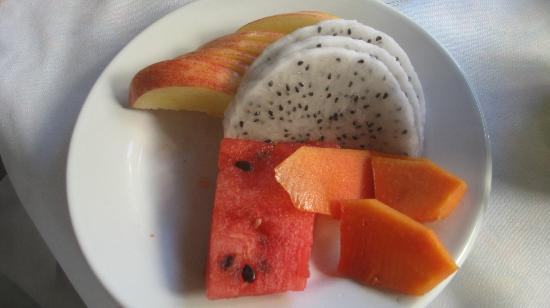 Casa Sirena: fruit plate with dragon fruit and papaya