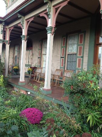The Southern Mansion: Wrap around porch