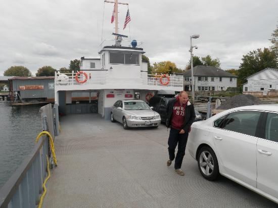 Wolfe Island, Canada: 7 car maximum