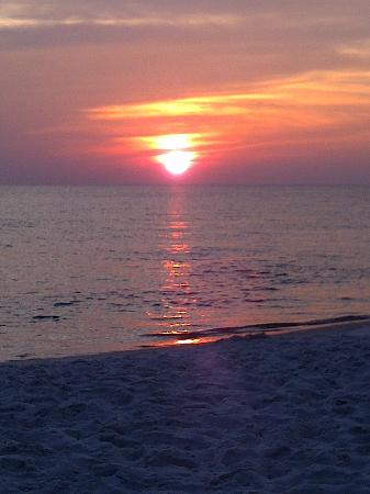 Sterling Resort: Ahhhhhhhhhh.... sunset on PCB