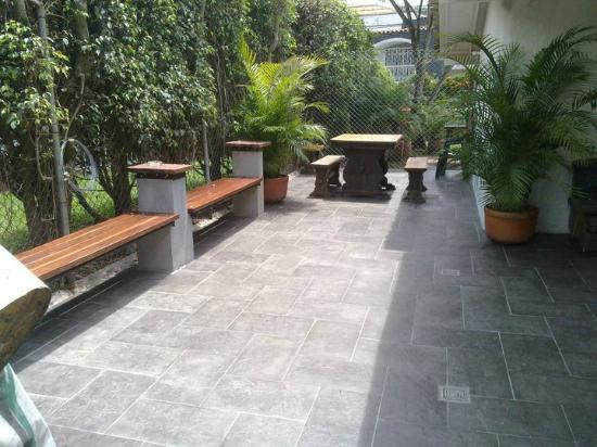 Black Sheep Hostel Medellin: Nice outdoor area