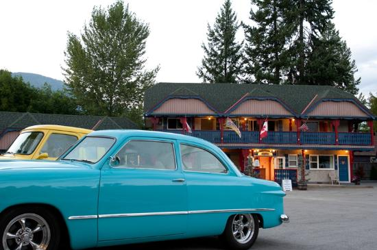 Alpine Inn and Suites: Annual Car Show