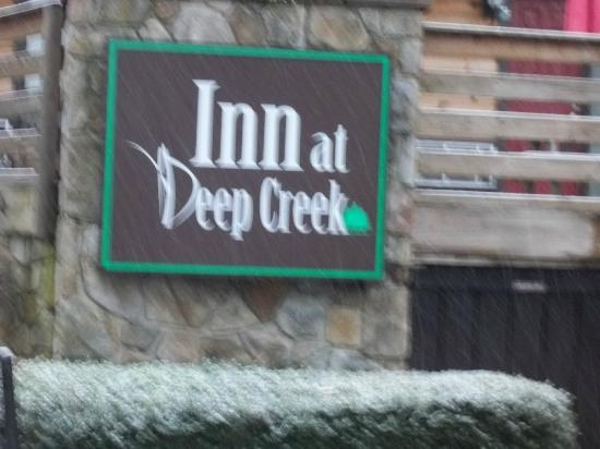 Inn At Deep Creek: Makes us feel good everytime we see the sign!